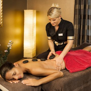 Mohren  |  Hot Stone Massage