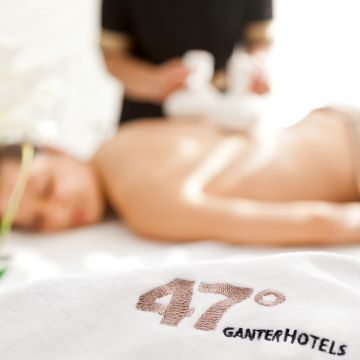 Hotel 47°  |  Lava Shell Massage
